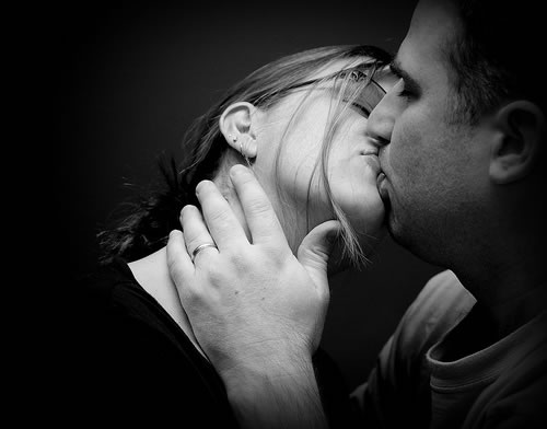happy_couple_passionately_kissing